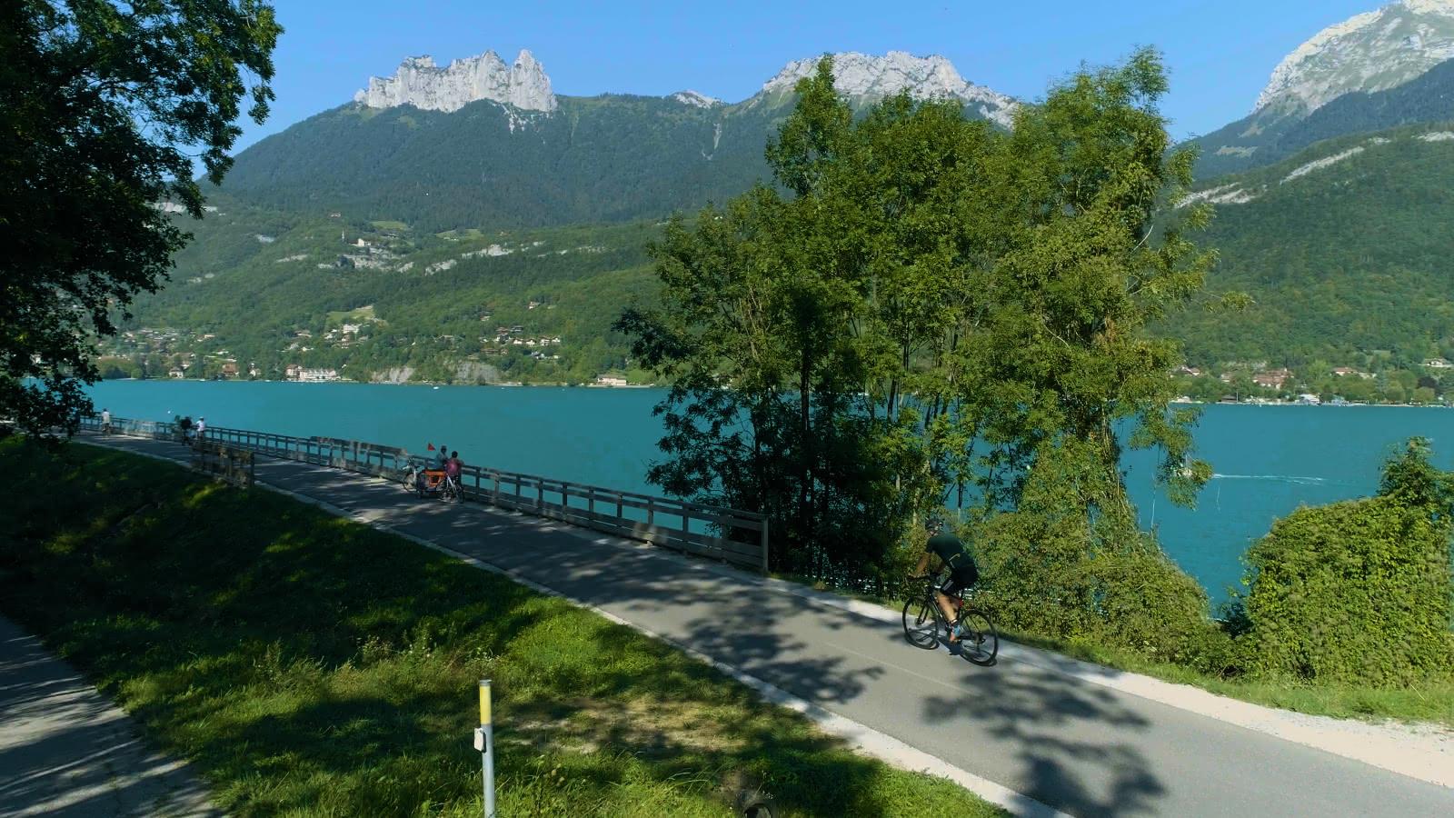 Portion de la voie verte du tour du lac d'Annecy à Doussard