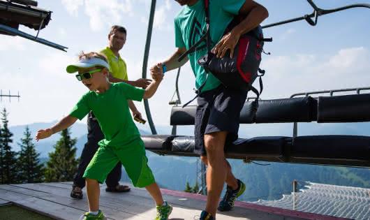 descente du télésiège avec un enfant