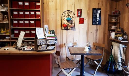 comptoir et table salon de thé