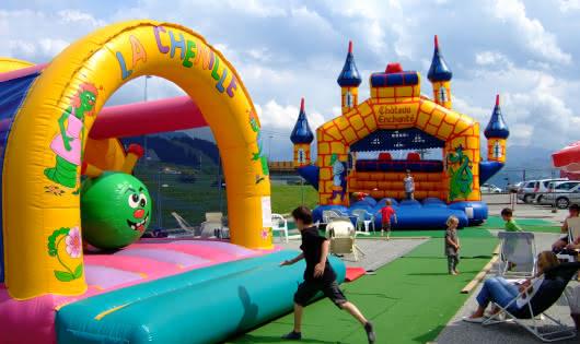 Jeux géants gonflables au col des Saisies