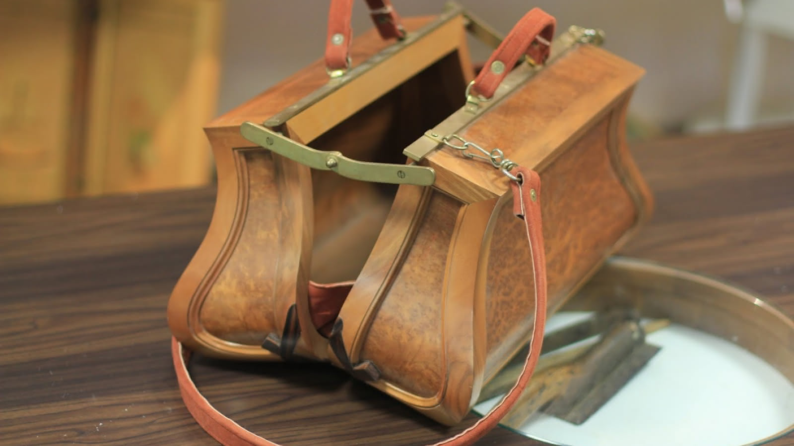 sac à main en bois