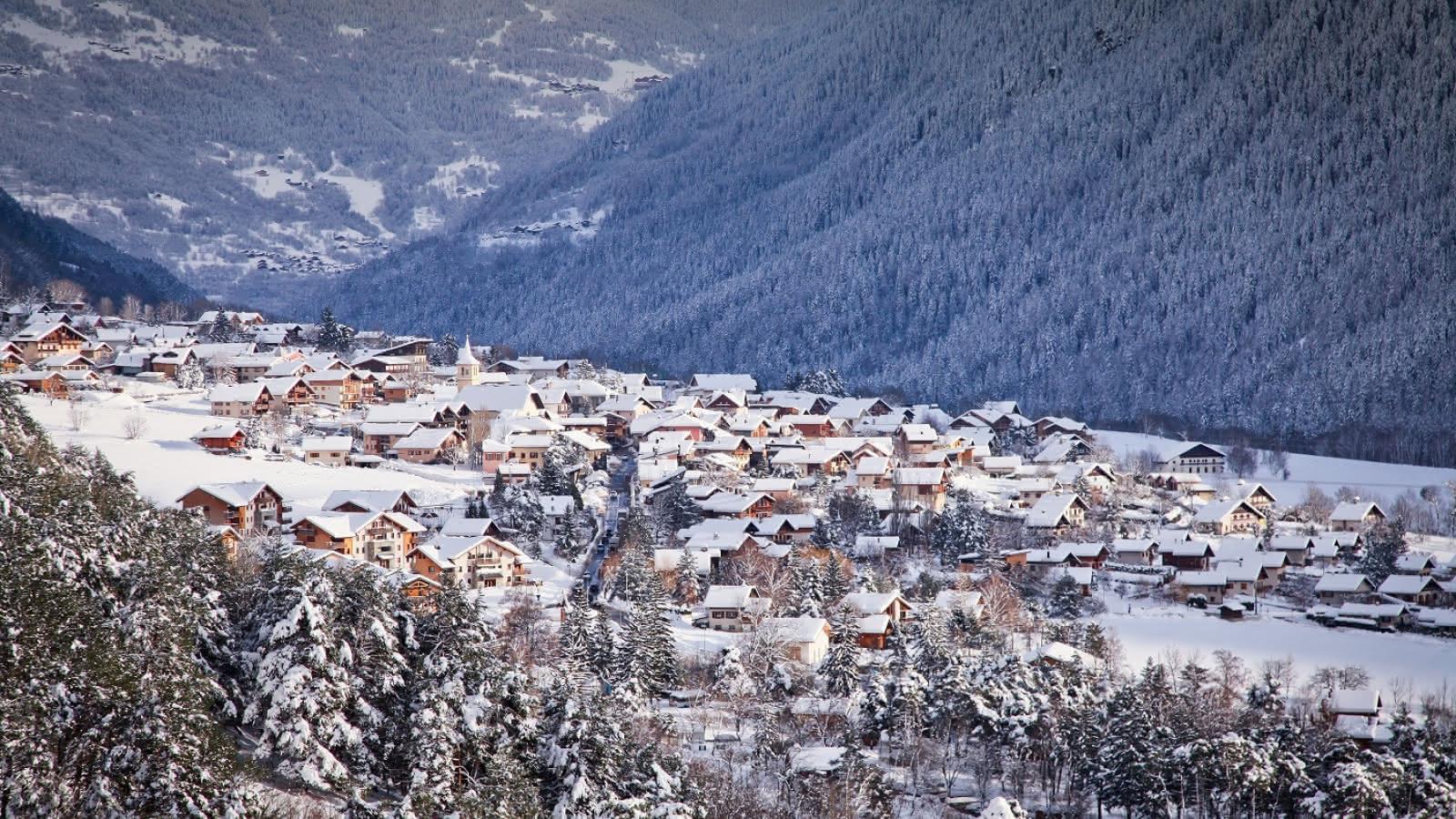 Vue du village de Séez en hiver