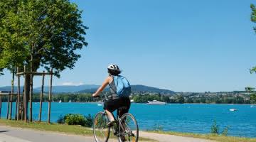 Balade à vélo sur les rives du lac d'Annecy