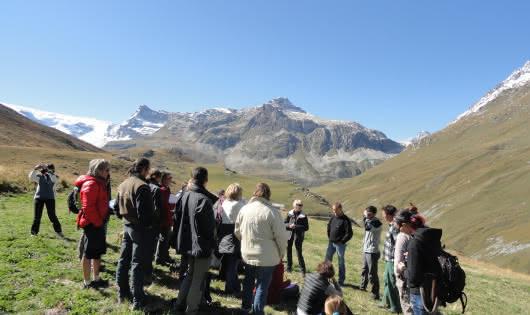 à Val Cenis-Lanslebourg, visite-jeu en alpage, au Mont Cenis.