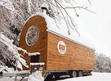 La Roulotte du Masseur sous la neige Val de Tamié