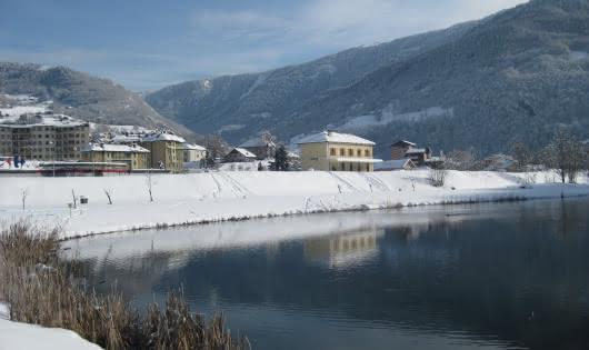Plan d'eau et Office de Tourisme