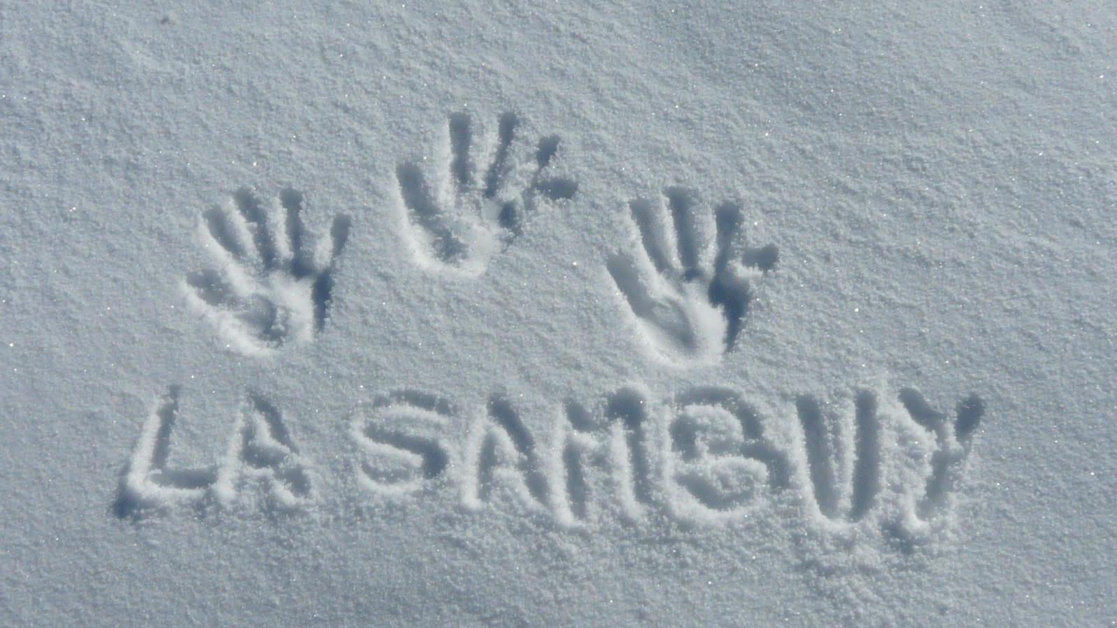 Traces de main dans la neige La Sambuy