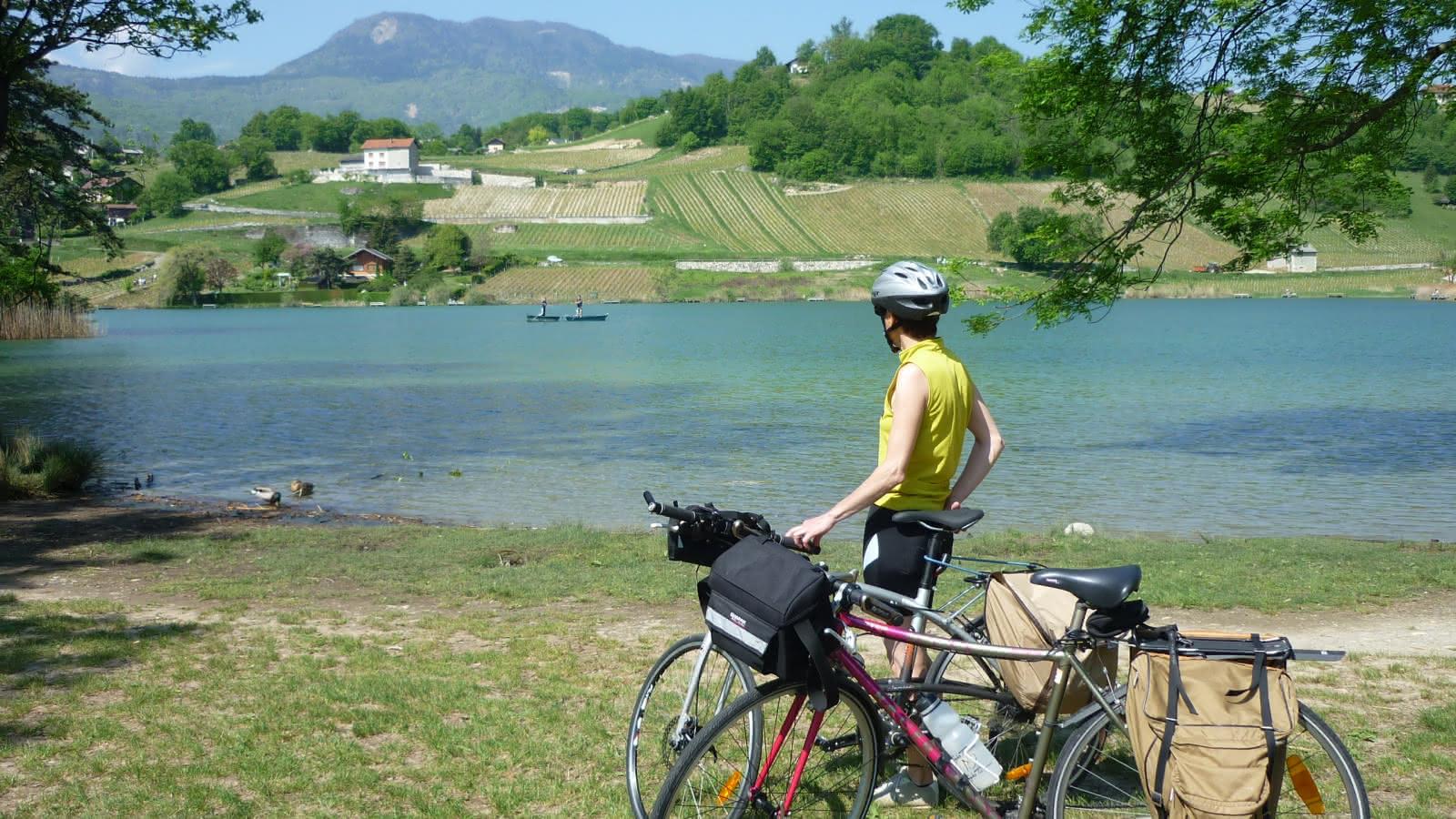 Arrêt cyclotouriste au Lac Saint André