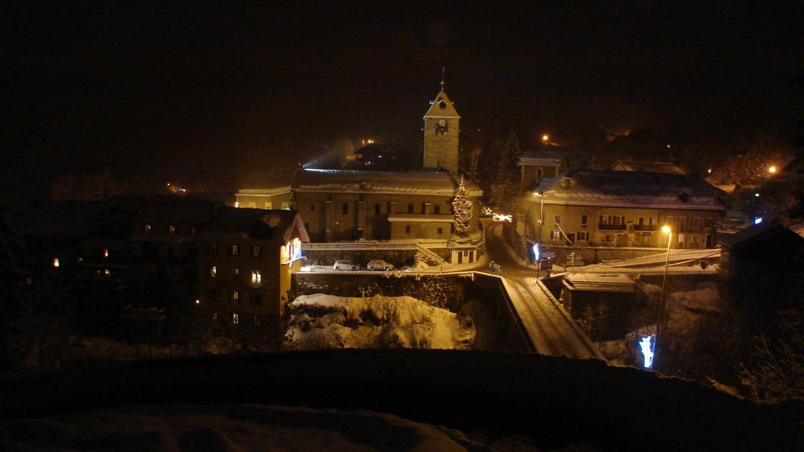 Photo prise depuis la route en direction de Notre Dame de Bellecombe.