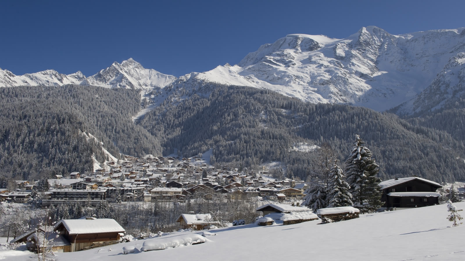 Les Contamines village in winter