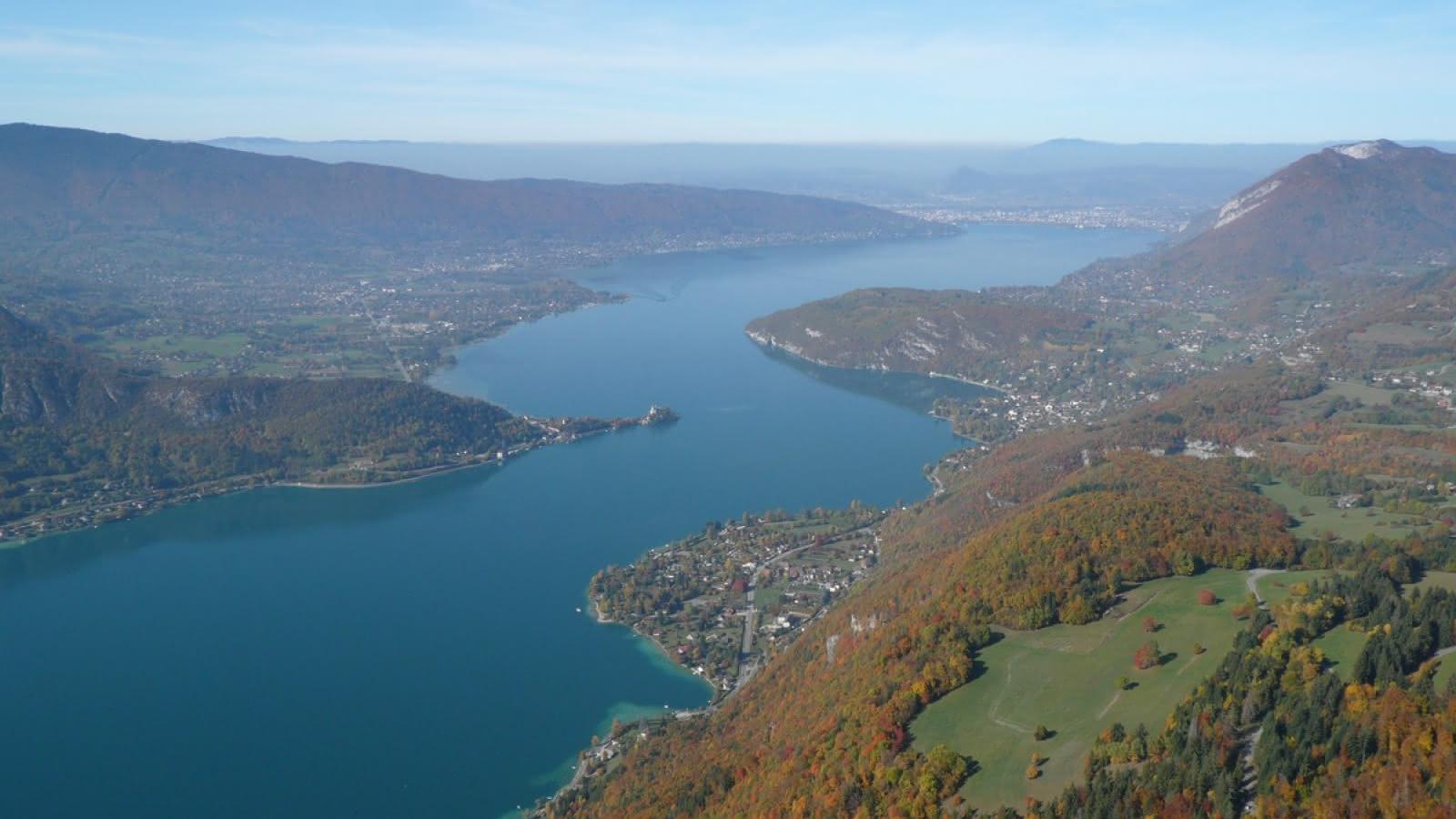 Le lac d'Annecy, vu du ciel