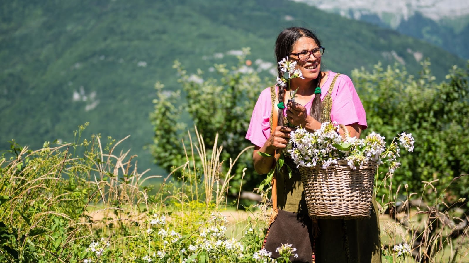 Sabrina basket flower picking
