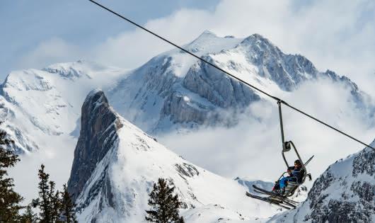 Skieur sur un télésiège