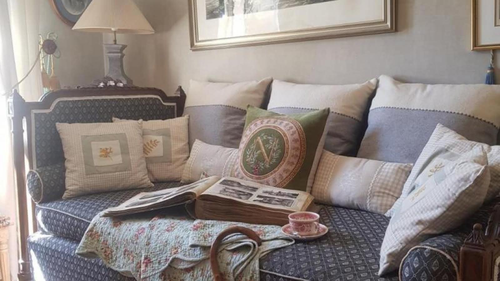 Prendre le temps de lire, de se reposer dans le salon...