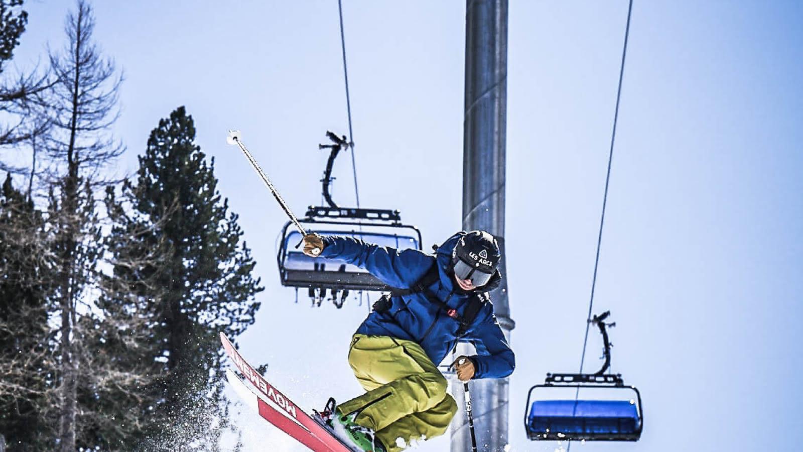 Skieur freeride sous le télésiège du Pré-saint-esprit
