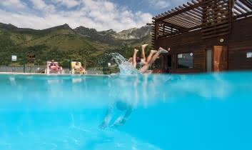 Plongeon dans la piscine