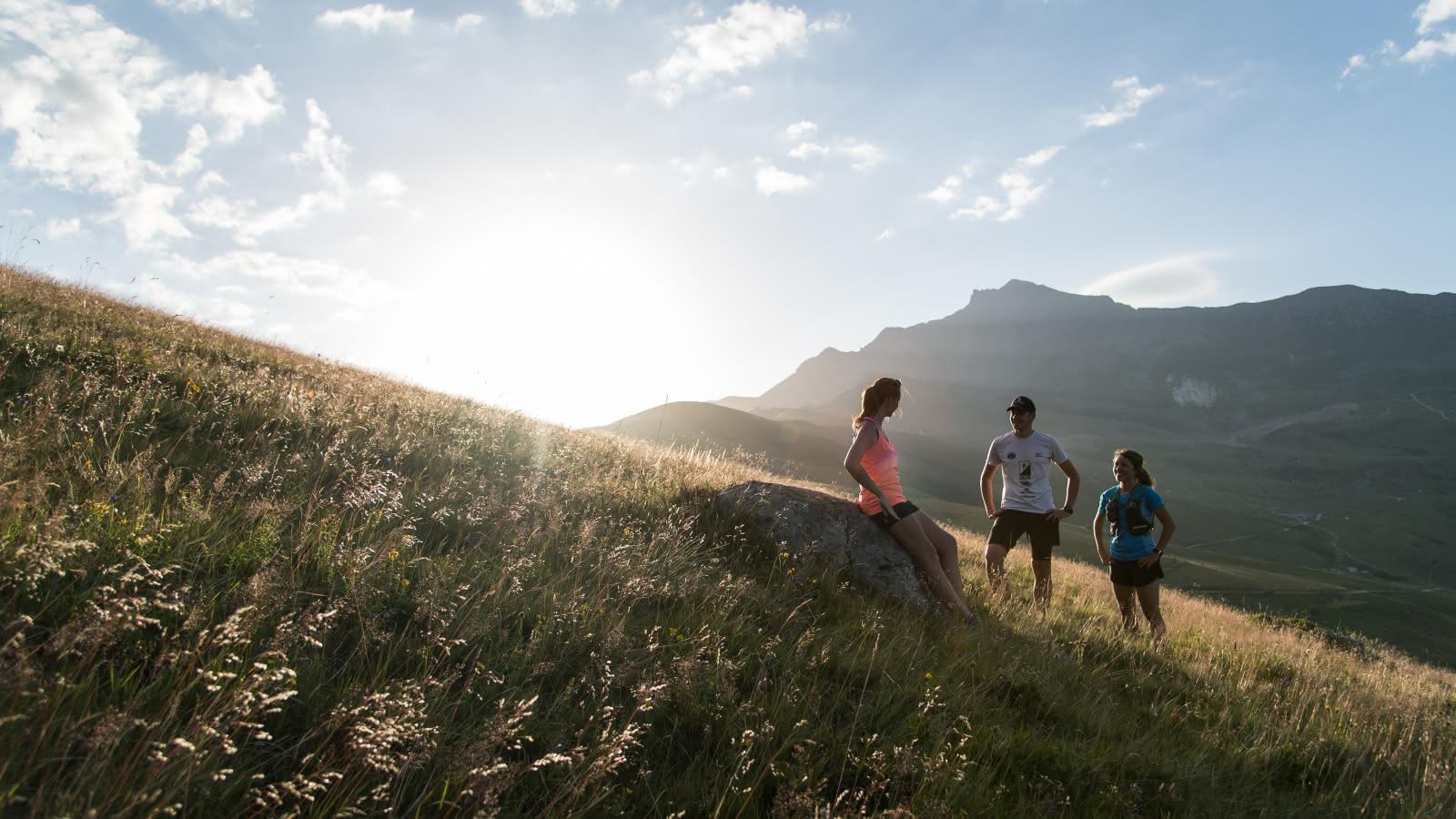 Amis en sortie trail, sur les hauteurs de Saint François Longchamp