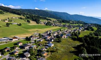 Vue aérienne du Village de Crest-Voland / Cohennoz