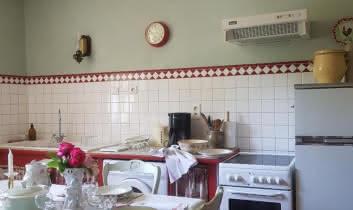 Le temps d'un repas, entre amis, dans la cuisine familiale