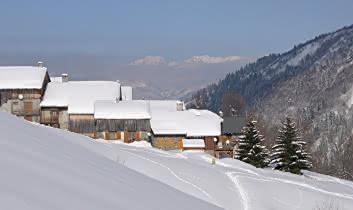 Village de Celliers sous la neige