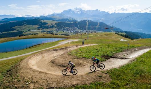 Piste avec vue panoramique Mont-Blanc