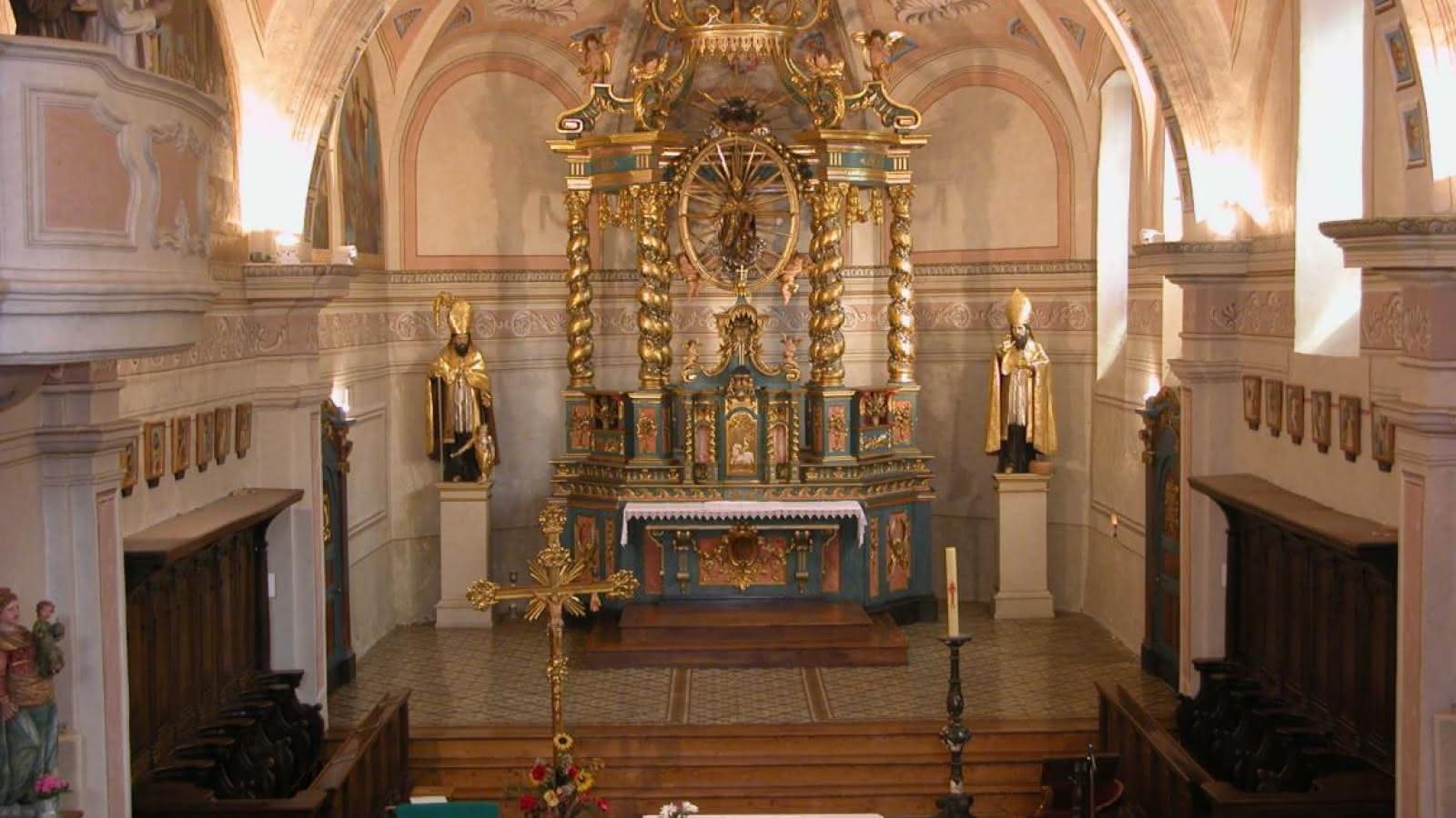 Intérieur et maître autel