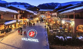 La rue principale de Valmorel de nuit