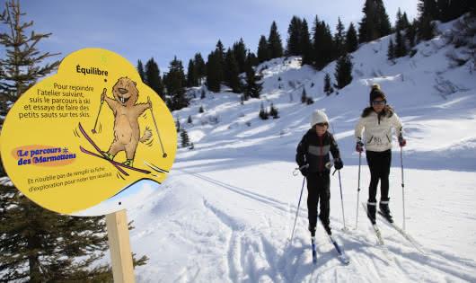 Parcours ludique en ski nordique pour apprendre en s'amusant