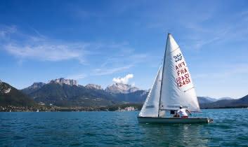 Le lac d'Annecy, lieu d'activités nautiques