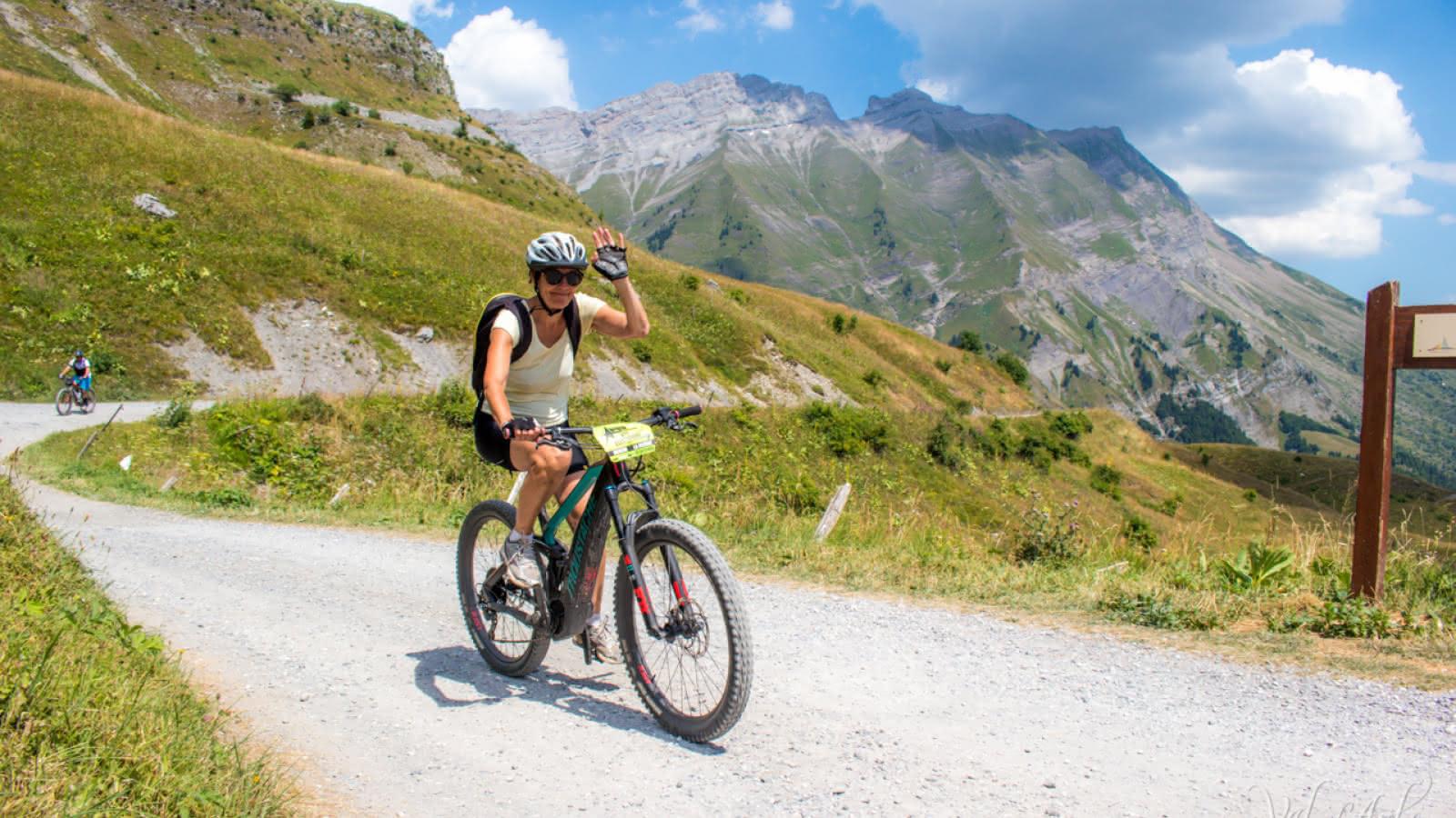 Tour du Val d'Arly en VTT Electrique - Route des Montagnes