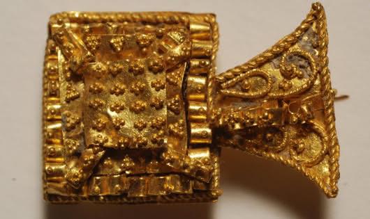 Viuz Archeological Museum Gold fibula