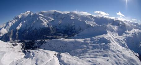 Le domaine skiable des Contamines vu du ciel, et le panorama sur la chaine du Mont-Blanc